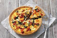 Pumpkin spinach and feta quiche 2019 This vegetarian quiche is perfect for a weeknight dinner and the leftovers make a great work lunch as well. The post Pumpkin spinach and feta quiche 2019 appeared first on Lunch Diy. Quiche Recipes, Pizza Recipes, Cooking Recipes, Cuban Recipes, Top Recipes, Chicken Recipes, Vegetarian Quiche, Vegetarian Recipes, Vegetarian Dinners