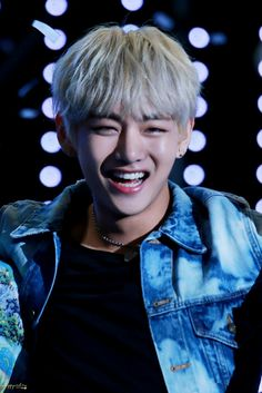 V Smile, My Singing, Aesthetic Beauty, Most Beautiful Faces, Boy Meets, V Taehyung, I Love Bts, Bts Pictures, Bts Bangtan Boy