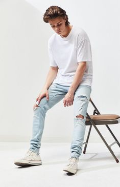 PacSun supplies an updated denim style for your 'fits this summer. The Ripped Light Stacked Skinny Jeans have a traditional design, ripped detailing with frayed edges, and our durable Comfort Stretch fabrication for everyday motion. Trendy Boy Outfits, Teen Boys Outfits, Teen Boy Clothes, Casual Outfits, Teenage Boy Fashion, Boys Fashion Style, Denim Fashion, Fashion Outfits, Boyfriend Jeans Outfit