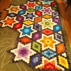 Threadbias: Starry Hexagon Quilt by Jennifleur. I saw this one in person when she only had a few stars done. It's AMAZING!