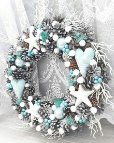 Fresh Christmas Wreaths 2018 Uk Christmas Decorations In Fort Lauderdale Christmas Advent Wreath, Christmas Door Decorations, Noel Christmas, Holiday Wreaths, Christmas Themes, Frozen Christmas, Holiday Crafts, Daisy, Fort Lauderdale