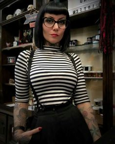 New hair bangs glasses outfit 42 ideas Fashion 90s, Gothic Fashion, Vintage Fashion, Fashion Outfits, Looks Rockabilly, Rockabilly Fashion, Rockabilly Outfits, Rockabilly Girls, Chica Skinhead