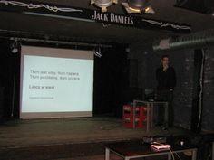 4.04.2012, Cracow: Siła rażenia Social Media: propaganda.     Szymon Szymczyk, Tłum jest silny, tłum napiera, tłum pochłania, tłum pożera. Lincz w sieci