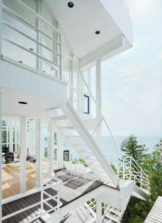 Weißes Haus Modell mit flachem Dach und gläserne Wände - Weiß als ...