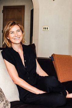 At Home With Ellen Pompeo Talking Beauty And Aging Gracefully Short Grey Hair, Girl Short Hair, Short Hair Styles, Meredith Grey, Ellen Pompeo Hairstyles, Cut Her Hair, Hair Cuts, Grey's Anatomy, Hair Fixing