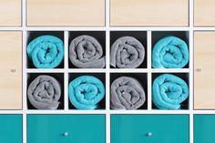 #Kallax #Regal #Einsatz TEYLÖRD L zum Unterteilen des Regalfachs in 4 #Zwischenfächer, hier gefüllt mit #Duschhandtüchern // Kallax #shelf #divider provides 4 single #compartments, good for shower towels