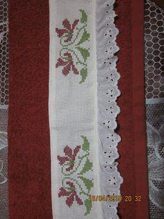 Toalla con cenefa bordada en punto de cruz Cross stitch $$$$$