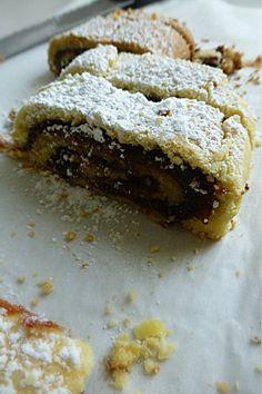 Biscotti arrotolati alla marmellata di ciliege