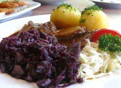 hmmm... Sauerbraten,Rotkohl und Knödel... kann jederzeit kommen :)