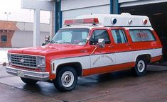 Carryall ambulance photos - Friends of the Professional Car Society - Official Website of the Professional Car Society, Inc. Woody Wagon, Fire Equipment, Rescue Vehicles, Chevrolet Suburban, Emergency Vehicles, Firefighting, Red Cross, Police Cars, Fire Department