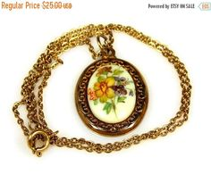 Easter Sale Amco Oval Flower Necklace 14K Gold Overlay #etsy #vintage #necklace #jewelry