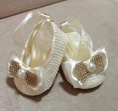 Image gallery – Page 134756213831054574 – Artofit Baby Boots, Baby Girl Shoes, My Baby Girl, Kid Shoes, Girls Shoes, Crochet Sandals, Crochet Baby Booties, Dress Up Shoes, Baby Bling