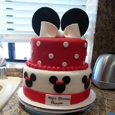 Minnie Mouse Cake - Pink Sugar Cupcakes 2 Birthday Cake, 2nd Birthday Parties, Birthday Ideas, Cupcake Frosting, Cupcake Cakes, Cupcakes, Minnie Mouse Cake, Sugar Cake, Pink Sugar