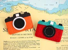 Filzbroschen - Felt camera - ein Designerstück von JaCieBrosze bei DaWanda
