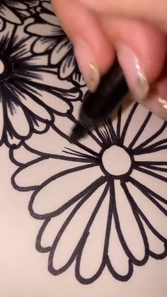 Pencil Drawings Of Flowers, Art Drawings Sketches Simple, Pottery Lessons, Doodle Art Designs, Doodle Art Drawing, Sharpie Art, Learn Art, Flower Doodles, Art Tips