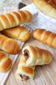 Soft chocolate flutes - easy recipe - Pastry World Pastry Recipes, Dessert Recipes, Cooking Recipes, Dinner Bread, Delicious Desserts, Yummy Food, Italian Pastries, Sweet Bakery, Italian Recipes