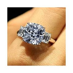 Jewelry Diamond : Cushion cut with baguette side stones