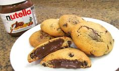 :D Galletas chocolate chip Cookies con Nutella Yummy Treats, Delicious Desserts, Yummy Food, Nutella Cookies, Chocolate Chip Cookies, Nutella Chocolate, Cookie Recipes, Dessert Recipes, Love Food