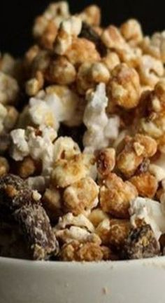 Peanut Butter Cup Popcorn Painting Moving Decor and Organization Popcorn Snacks, Flavored Popcorn, Popcorn Recipes, Candy Recipes, Sweet Recipes, Snack Recipes, Cooking Recipes, Pop Popcorn, Studio Beauty