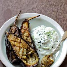 Pieczone bakłażany z sosem tzatziki