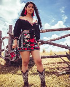 Discover recipes, home ideas, style inspiration and other ideas to try. Sexy Cowgirl Outfits, Western Outfits Women, Country Style Outfits, Rodeo Outfits, Chic Outfits, Fashion Outfits, Cowgirl Clothing, Cowgirl Fashion, Cowgirl Dresses