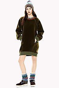 Item uit de exclusieve Hilfiger Collection: Kleuren, modellen en stoffen geïnspireerd op onze catwalk looks. Sweater jurk van fluweel met een iets oversized pasvorm. Geribbelde manchetten en boord.