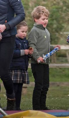 13 April 2019 The Duke and Duchess of Cambridge joined Zara and Mike Tindall, along with all the little royal cousins at the Burnham Horse Trials in Norfolk. Sara competed in the trials and the little royals had fun on the dodgems. Prince William Family, Prince William And Kate, William Kate, Prince George Photos, Duchess Kate, Duke And Duchess, Duchess Of Cambridge, Kate Middleton, Princess Charlotte Photos