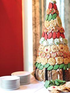 Fruit Christmas Tree, Christmas Tree Crafts, Christmas Goodies, Christmas Treats, All Things Christmas, Christmas Holidays, Tacky Christmas, Christmas Recipes, Holiday Crafts