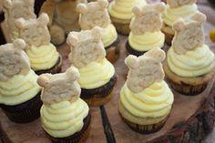 Cute Winnie the Pooh cupcakes