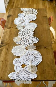 So pretty!! Dollie & Lace Table Runner. ~ I still want to make one of these!
