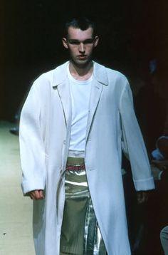 Comme Des Garçons F/W 1999 Menswear Paris Fashion Week Fashion Week, Fashion Brand, Mens Fashion, Fashion Catwalk, Fashion Design, Paris Fashion, Textile Company, Rei Kawakubo, Comme Des Garcons