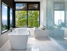 La salle de bains pour la suite parentale sobre et luxueuse