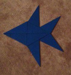 Exemples de combinaisons des triangles constructeurs bleus (montessori) : le poisson