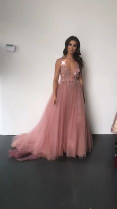 Want to know more about makeup trends Pretty Dresses, Beautiful Dresses, Prom Dresses, Formal Dresses, Wedding Dresses, Godmother Dress, Tulle Gown, Formal Prom, Classy Outfits