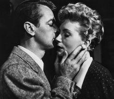 """Alan Ladd y Deborah Kerr en """"Tempestad en Oriente"""", 1952"""