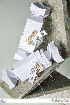 "Mary : #Tampons et #matrices de coupe #dies #4enSCRAP ""#Boite kado 9"" #cadeau #maison #scrapbooking #DIY #loisirscréatifs #carte #carterie Packs Papier, Tampons Transparents, Christmas Crackers, Creations, Xmas, Gift Wrapping, Scrapbooking Diy, Blog, Gifts"