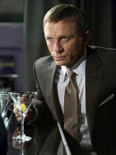 Daniel Craig as James Bond Vodka Martini, Rachel Weisz, Casino Royale, Cocktail Quotes, Daniel Graig, Daniel Craig James Bond, Best Bond, Favorite Movie Quotes, Hollywood Men