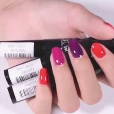 Leave home in a hurry sometimes ️ we often remember applying nail polish at the end and then... End up messing it because it takes time! But there\'s a simple solution 💡.