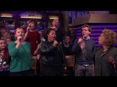 Brigitte Kaandorp steekt kerstnummers in een lekker ironisch jasje - RTL...