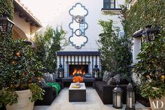 KHLOÉ e KOURTNEY KARDASHIAN, as duas irmãs famosas da Família Kardashian, realizaram o sonho de suas casas na Califórnia, com Projeto f...