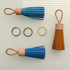 Leather tassel keychain / tassel keyring / leather tassel bag charm in sky blue full grain and nude natural vegetable tanned cow leather. Leather Gifts, Cow Leather, Leather Craft, Leather Accessories, Leather Jewelry, Leather Tassel Keychain, Leather Workshop, Leather Projects, Tassels