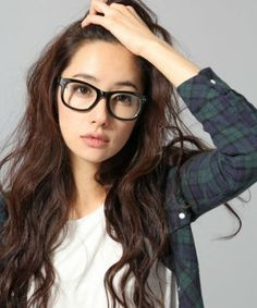 こんなステキな大人顔になれるのも、伊達メガネの効果♪