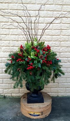 flower pot ideas for christmas front porch Outdoor Christmas Planters, Christmas Urns, Outside Christmas Decorations, Christmas Greenery, Farmhouse Christmas Decor, Christmas Home, Christmas Wreaths, Xmas, Christmas Flower Arrangements