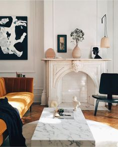 Loving the touch of color her. Doesn't seem overwhelming but adds so much. - Loving the touch of color her. Doesn't seem overwhelming but adds so much. livi… Check more at - Living Room Inspiration, Interior Design Inspiration, Home Design, Home Interior Design, French Interior, Interior Ideas, Style At Home, Design Scandinavian, Living Room Decor
