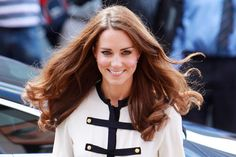 38 Photos of People Mesmerized by Kate Middleton's Glorious Hair  - ELLE.com