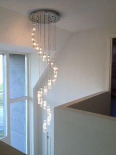 Videlamp met vierkant glas asfour kristal (With images) Stairway Lighting, Entrance Lighting, Hall Lighting, Interior Lighting, Staircase Interior Design, Decor Interior Design, Modern Chandelier, Chandelier Lighting, House Furniture Design