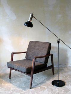 Danish armchair and italian floor lamp - www.capperidicasa.com