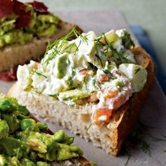 Avocado-Lachs-Creme Unser beliebtes Rezept für Avocado-Lachs-Creme und mehr als weitere kostenlose Rezepte auf LECKER. The post Avocado-Lachs-Creme appeared first on Suppen Rezepte. Avocado Recipes, Salmon Recipes, Fish Recipes, Snack Recipes, Sandwich Aguacate, Salmon Y Aguacate, Avocado Toast, Salmon Avocado, Avocado Creme
