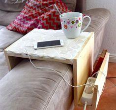 DIY Projekt Sofaablage / Ablage für Couch selber bauen / aus Holz und Fliesenresten / mit Ablagefach, Zeitungsfach / einfach