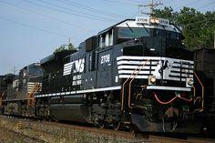 NS 2708  Description: NS 412  Photo Date: 6/16/2006    Location: Berea, OH  Author: Michael Rujak  Categories:   Locomotives: NS 2708(SD70M-2)